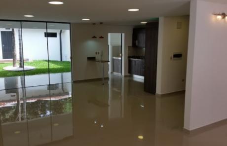Tierra Inmobiliaria- Imponente Duplex Tipo Casa A Cuadras Del Yacht