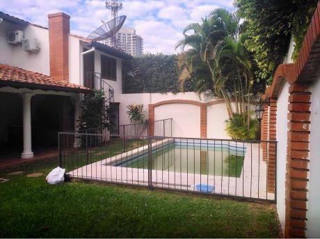 Alquilo Amplia Casa En Barrio Ycuá Satí