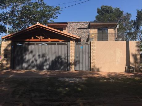 Vendo Amplia Casa Con Finas Terminaciones Y Piscina En Mariano Roque Alonso