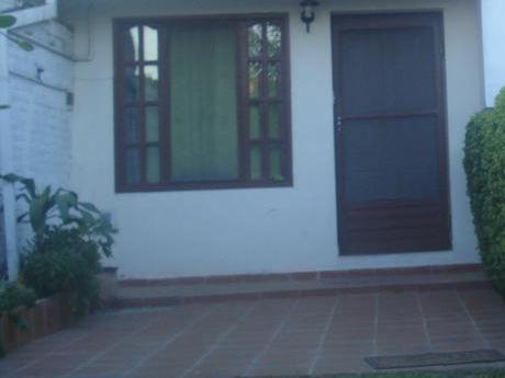 Departamento De 1 Dormitorio En Alquiler En Planta Baja Con Jarin