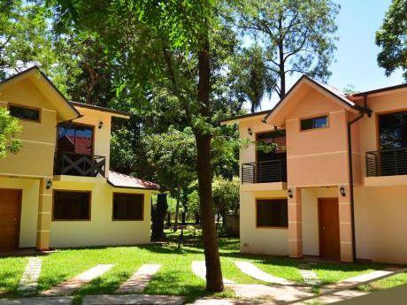 Casa A Estrenar En Bo. Cerrado - Fdo De La Mora Z/ Norte