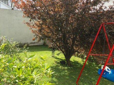 Casa En Buceo Con Jardin