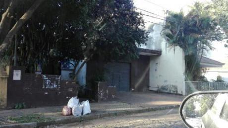 Terreno Con Casita A Demoler Para La Venta En Villa Morra