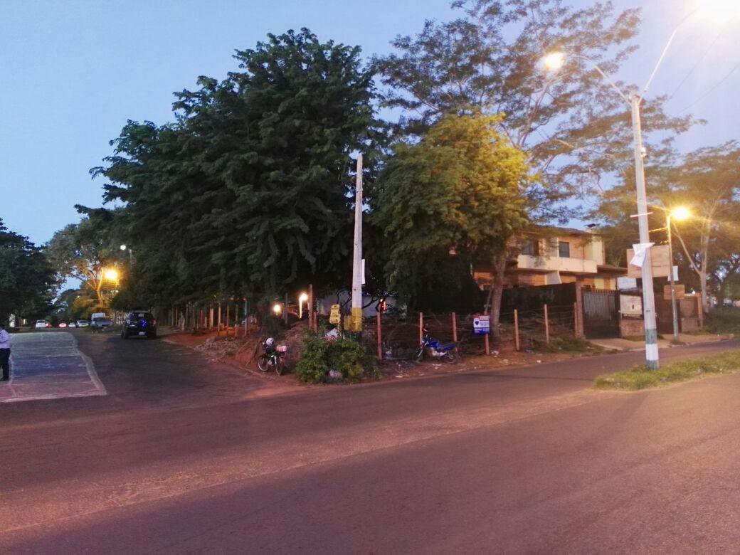 Terreno En Esquina Sobre Americo Pico- Villa Elisa