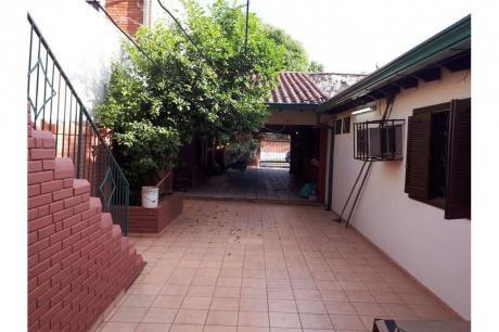 Alquilo Amplia Casa En Barrio Herrera