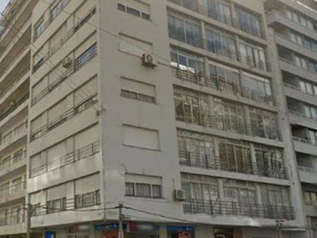 Venta Apartamento Pocitos 3 Dormitorios Servicio Y Garaje