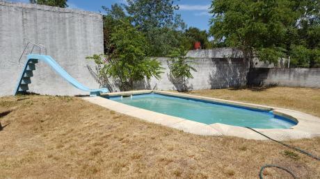 Casa Con Piscina Próxima Al Arroyo