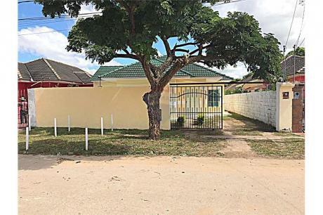 Linda Casa En Urbanización El Dorado