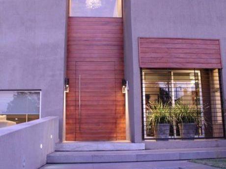 Hermosa Residencia  Minimalista En Mburucuya
