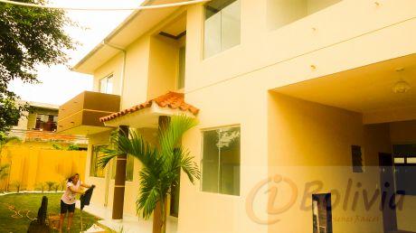 Casa En Venta (barrio Los Mángales) Entre 3ro Y 4to Anillo Entre Radial 19