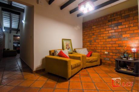 0872 Casa En Barrio Jara, Zona Universidad Americana