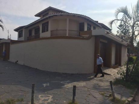 Hermosa Y Amplia Casa En Alquiler Para Empresas O Negocio 9 Dorm.