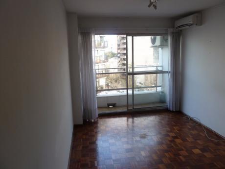 Apartamento En El Mejor Lugar De Pocitos, Al Frente, Con Vigilancia 24 Horas.