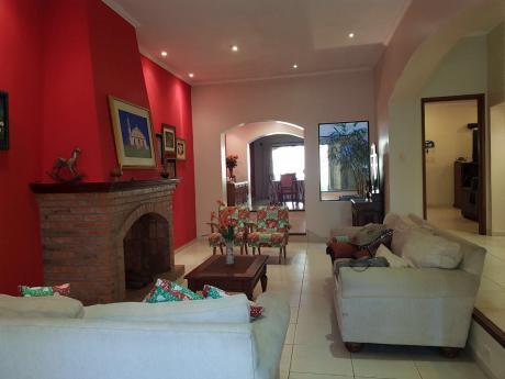 Vendo Hermosa Casa En Barrio Mcal Estigarribia