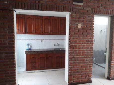 Casa De 1 Dorm, Baño, Cocina Y Patio.