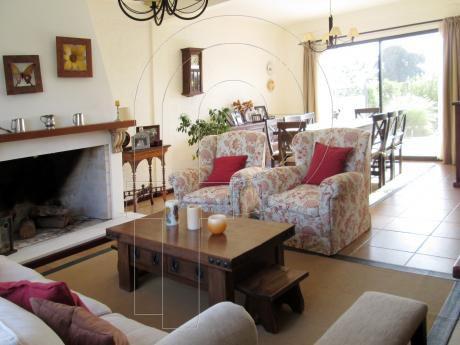 Muy Linda Casa En Zona Residencial A Pasos De La Bahia