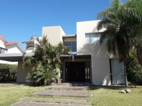 Bonita Casa En Alquiler En Colinas Del Urubo
