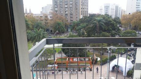 Sobre 18 De Julio Frente A Plaza Fabini - Gran Vista - Centro