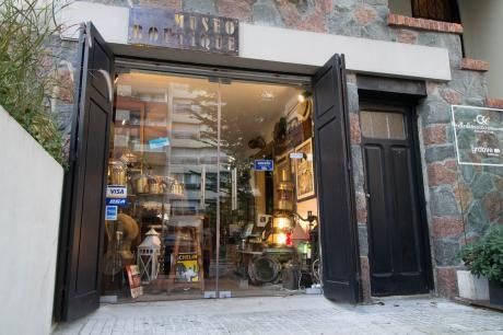 Muy Lindo Local Comercial Sobre Bvar. España Esq. Berro. Planta Baja