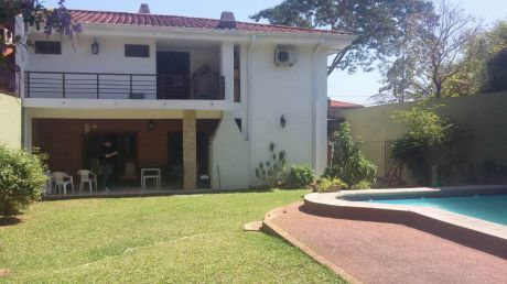 Amplia Residencia Zona Caracol Club