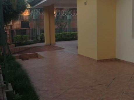 Alquilo Residencia 6 Dormitorios, Zona Embajada Americana