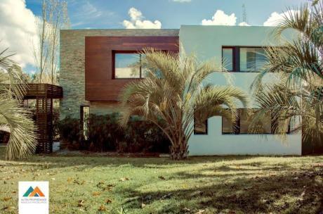 Hermosa Casa De Estilo Moderno, Barrio San Nicolás