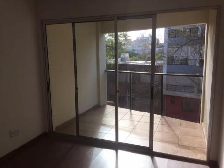 Alquile Zona Pocitos Con Balcón Y 1 Dorm.