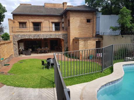Residencia Con 4 Suites En Cul De Sac En Barrio El Mangal. Con Piscina