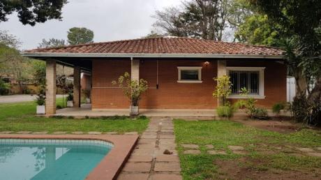 Alquilo Amplia Casa Con 2.000 M2 De Patio Con Piscina Y 4 Dormitorios Zona Uca