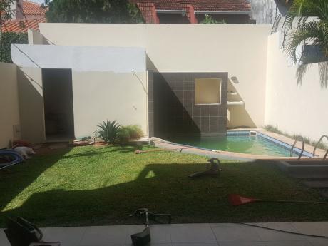 Vendo Duplex En Barrio Mburucuya, 3 Dormitorios, Piscina, Y Area De Servicio