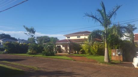Vendo Residencia En El Paraná Country Club De Hernandarias