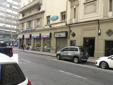 Local Comercial A Pasos 18 De Julio