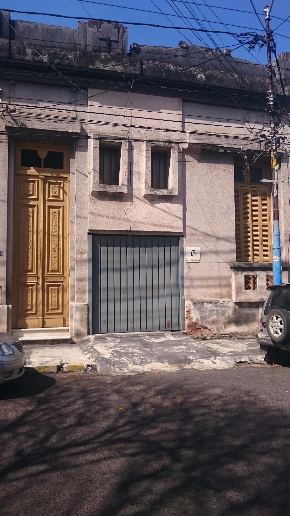 VENDO V-013 Casa/Terreno - Barrio Encarnación/Asunción