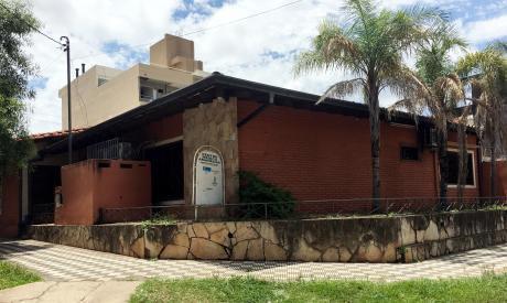 Amplia Casa A Una Cuadra De Felix Bogado