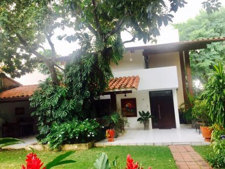 Residencia De Lujo  En Venta En Condominio Murano