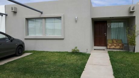 En Venta Hermosa Casa En Cond. Zona Norte 195 Mts2.