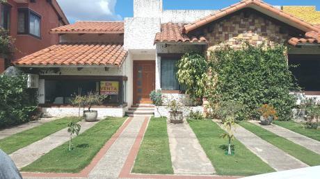Bonita Casa Dentro De Condominio Espíritu