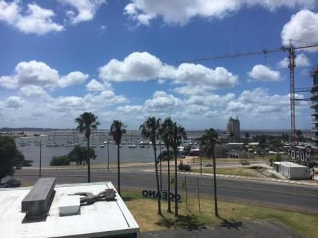 Apartamento Con Vista Al Puerto Buceo Y Rambla