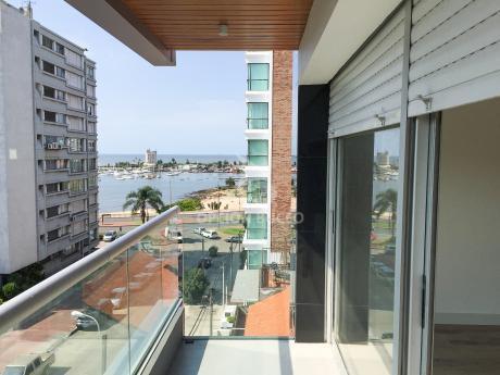 Apartamento A La Venta En Puerto De Buceo 2 Dormitorios