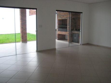 Venta   Barrio Herrera, Amplio Duplex, 3 Dormitorios, Cod: V119