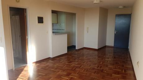 Muy Amplio Apartamento Por Ascensor En Tres Cruces C/garage!