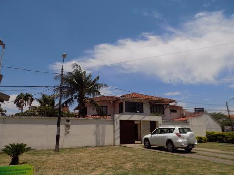 Casa En Alquiler Barrio Urbari