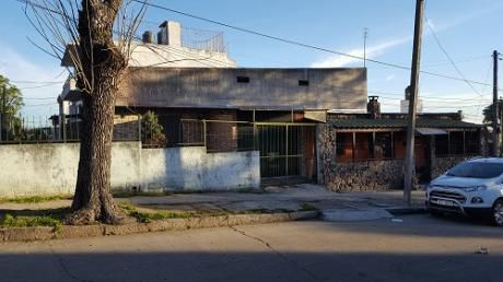 Casa En El Cerrito, Esq. B. Méndez Y J.arteaga