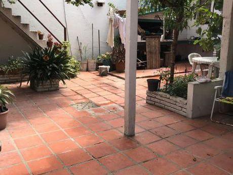 Solida Casa A 3 Cuadras De Av Italia Y Comercio