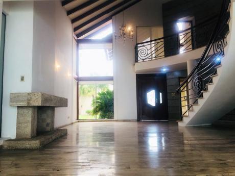 Casa En Alquiler En Cond La Hacienda I