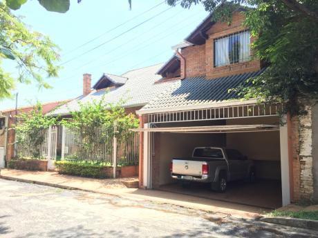 Residencia En Barrio El Dorado