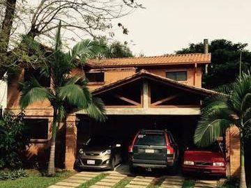 Oferta De Hermosa Casa De 3 Dormitorios Con Piscina En Condominio Zona Pinedo