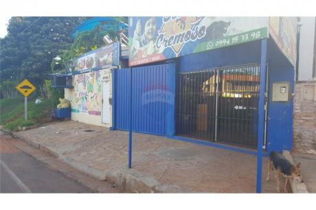 Hermosa Casa C/ Piscina Y Salón Comercial En Venta!