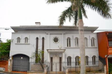 Importante Residencia En Sajonia De Calle A Calle