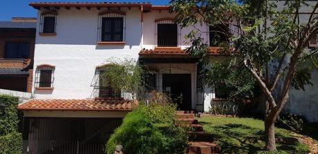 Residencia Con 4 Dormitorios Y Piscina En Mburucuya